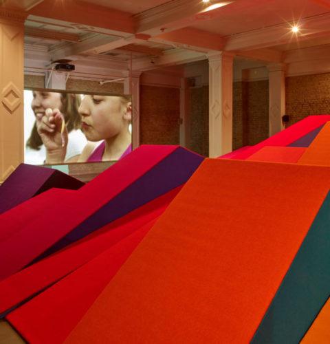 Installation view at the Whitechapel Gallery « Ulla von Brandenburg: Sweet Feast », 20 September 2018 – 31 March 2019, Courtesy Whitechapel Gallery, Photo: Stephen White