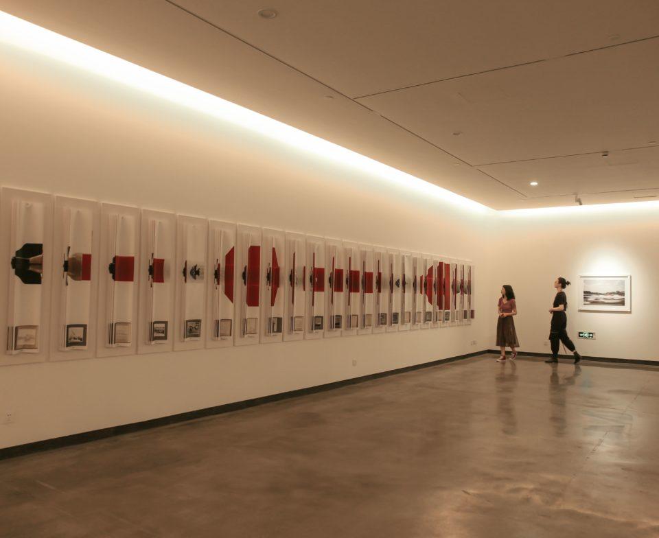Vue de l'exposition Toi qui chemines il n'y a pas de chemin - Minsheng Art Museum