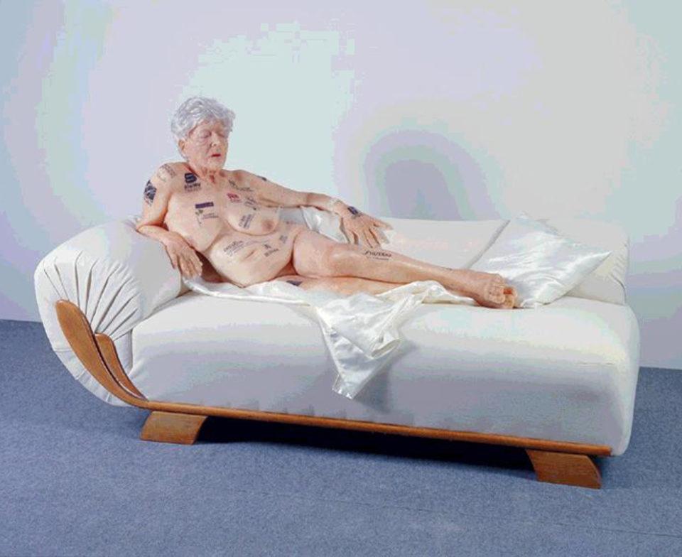 Vieille dame tatouée Gilles Barbier sculpture, cire 185 x 85 x 105, 2002 - Collection J + C Mairet. 46 ©Musée des Beaux-Arts de Tourcoing
