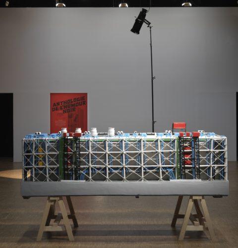 L'une des œuvres exposées dans le Parcours des 20 lauréats du Prix Marcel Duchamp : Anthologie de l'humour noir de Saâdane Afif, lauréat 2009 ©Centre Pompidou, G. Meguerditchian